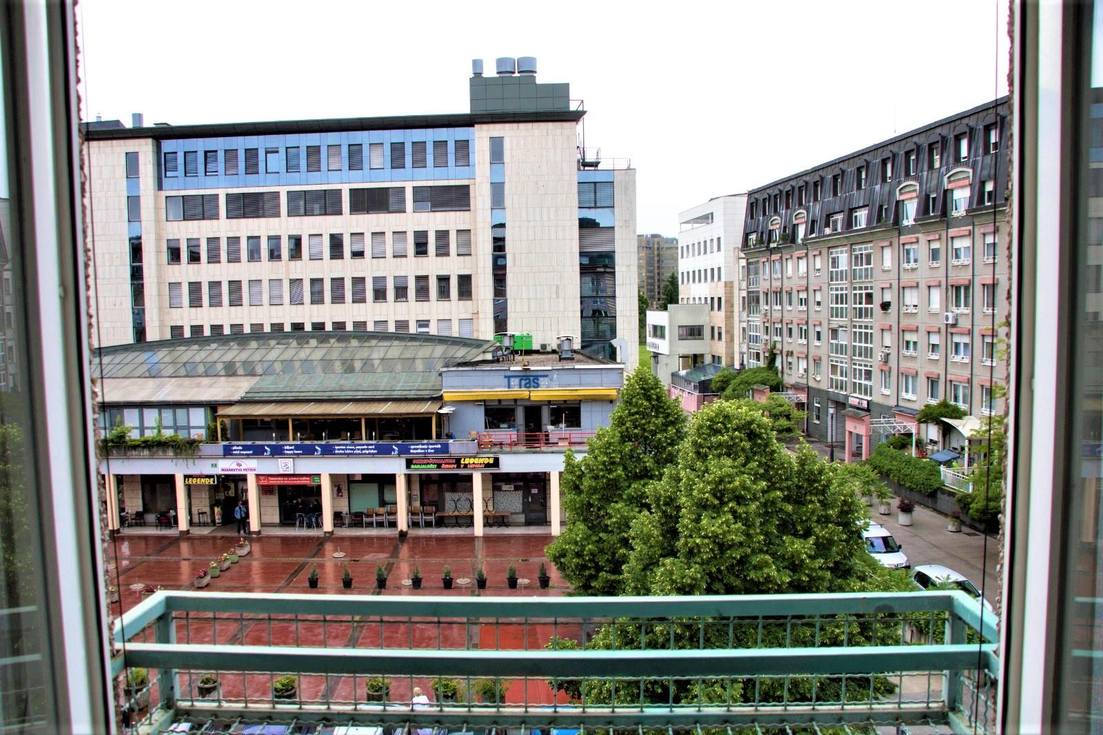 Pogled na ulico - stanovanje Ljubljana Zupančičeva Jama